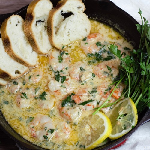 shrimp scampi with sliced bread in cast iron pan