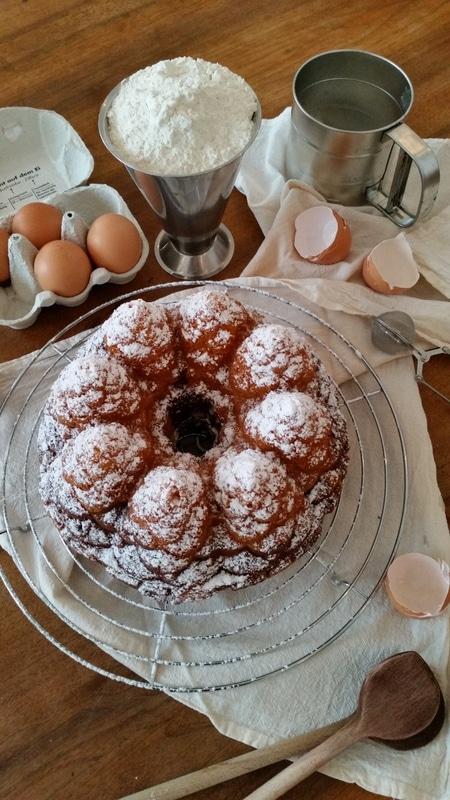 """Ein """"EASY PEASY """" Marmorkuchen mit einer leichten Schneedecke zu Silvester 2014"""