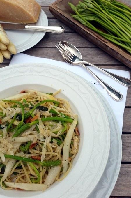 Spargelzeit …Spaghetti mit wildem grünen Spargel, der kein wilder Spargel ist