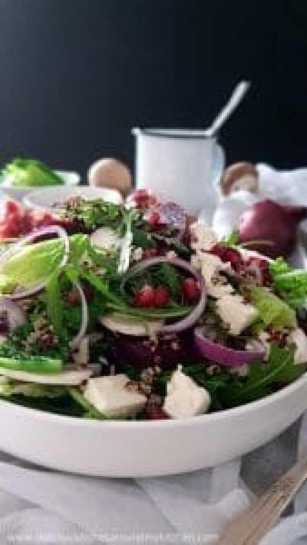 winterlicher wirsing rucola salat mit rote bete granatapfelkerne und quinoa delicious. Black Bedroom Furniture Sets. Home Design Ideas