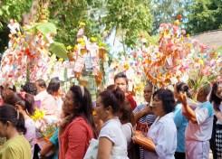 Tod Phaa Bpah ceremony offering