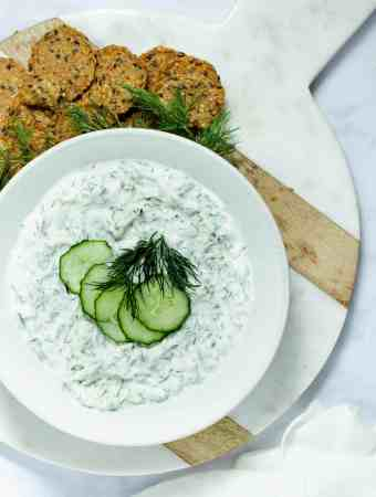 tzatiki dip on round cutting with crackers