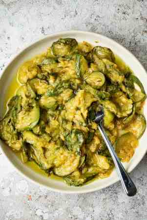 Mashed zucchini in olive oil