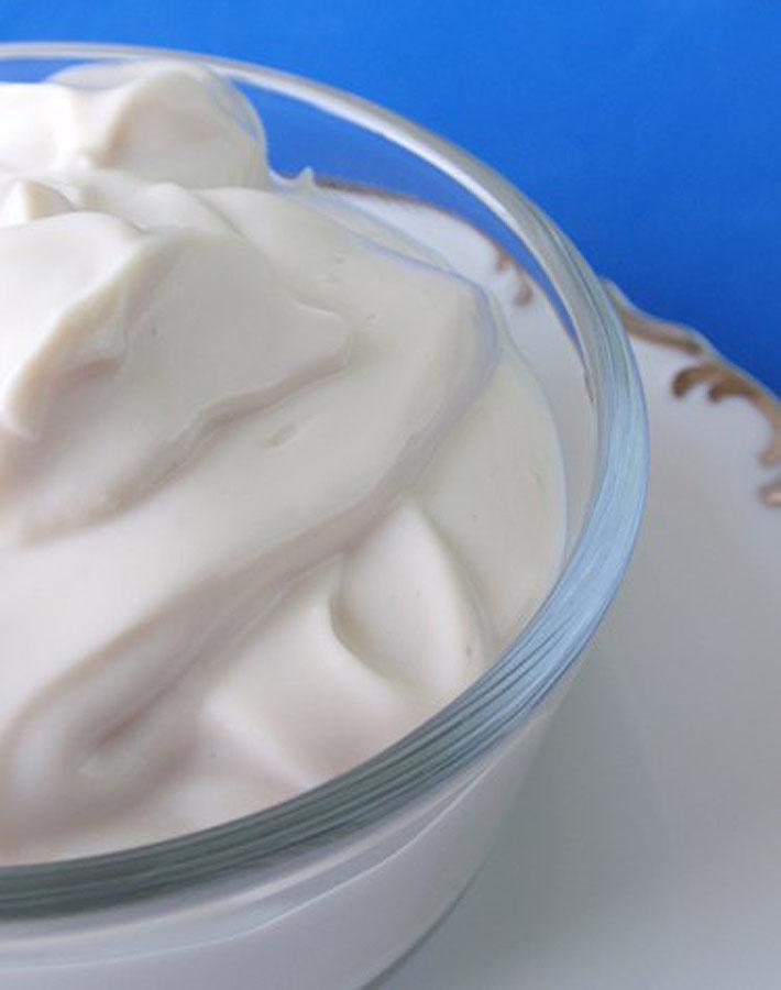 Vegan Substitutes - Vegan sour cream in a bowl