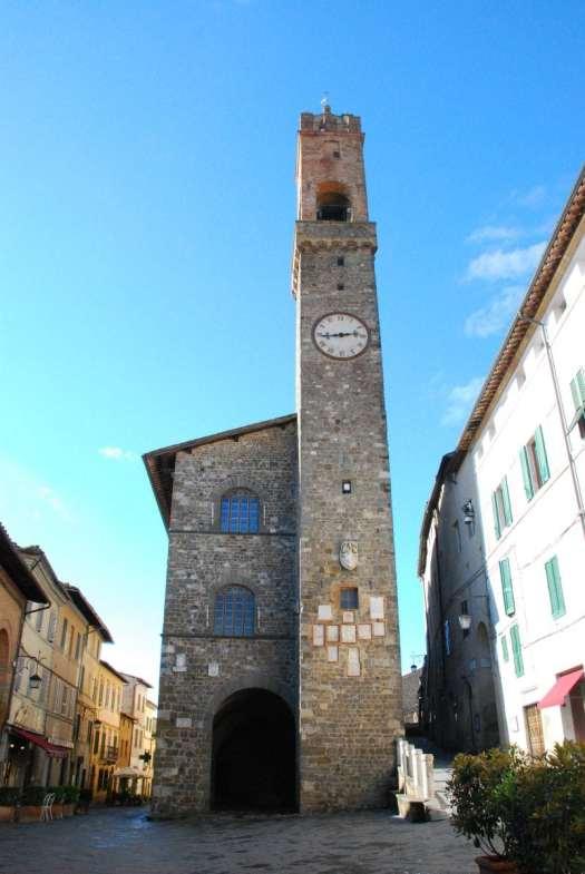 One day in Montalcino - Montalcino palazzo comunale