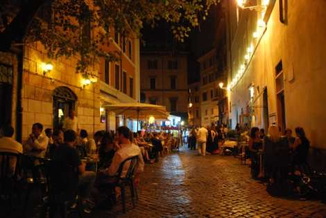 Night walk in Rome - Dolce vita close to Bar del Fico_01