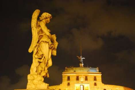 Visit Rome_ night_Castel Sant'Angelo angels_01