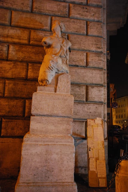 Night walk in Rome - Pasquino statue_01