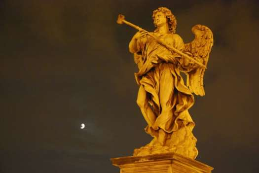 Night walk in Rome - Castel Sant'Angelo angels 2_01