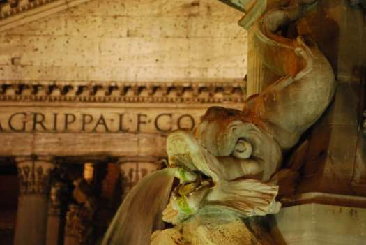 Night walk in Rome - Dolphin and Pantheon_01