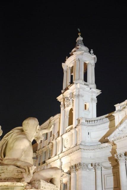 Night walk in Rome - PiazzaNavona_Fontana dei quattro fiumi e sant'agnese_01