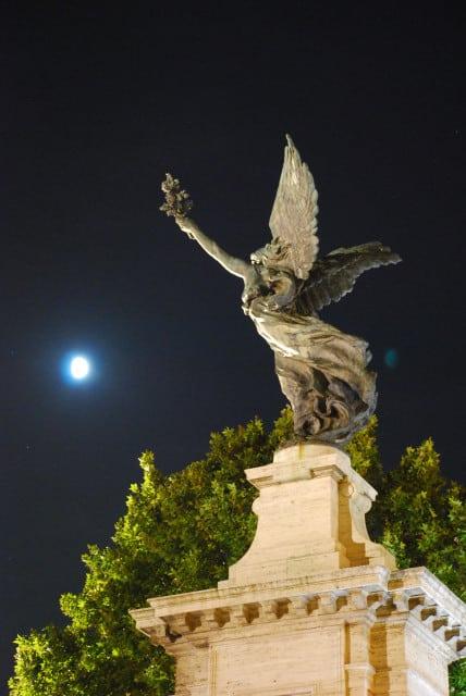 Night walk in Rome - Victory on ponte Vittorio_01