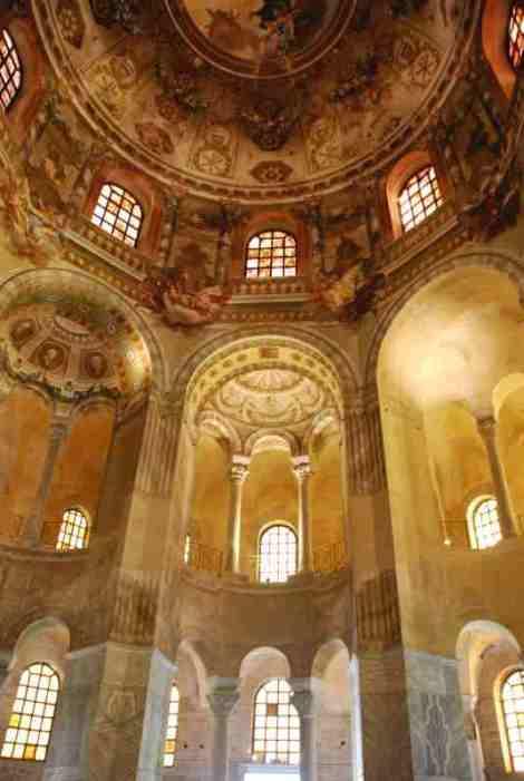 Visit Ravenna_San Vitale inside2