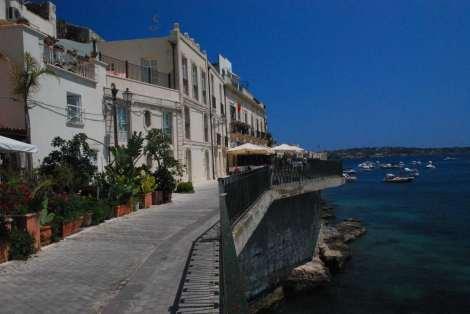 Siarusa_seaside restaurants