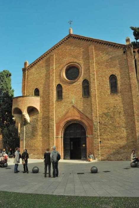 Visit Bologna_Santo Stefano front