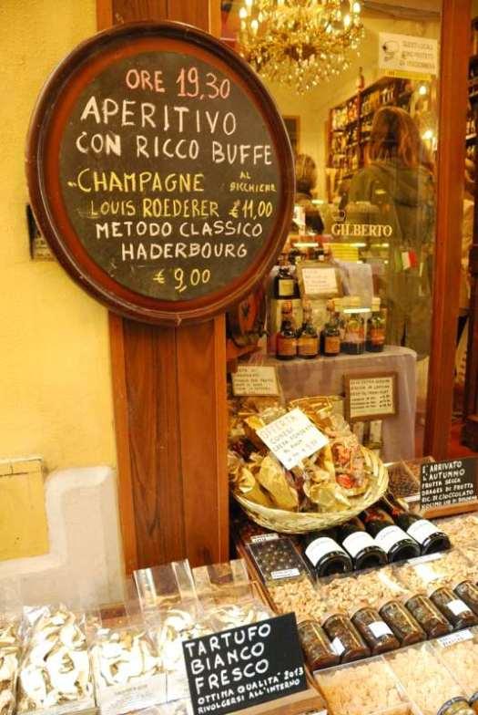 One day in Bologna - Via Drapperie Market 3