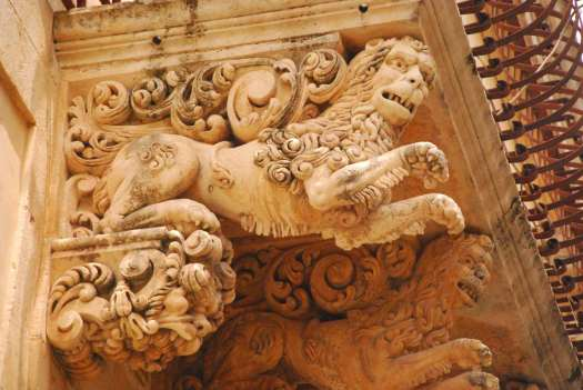 Noto Sicily_Barocco balcony