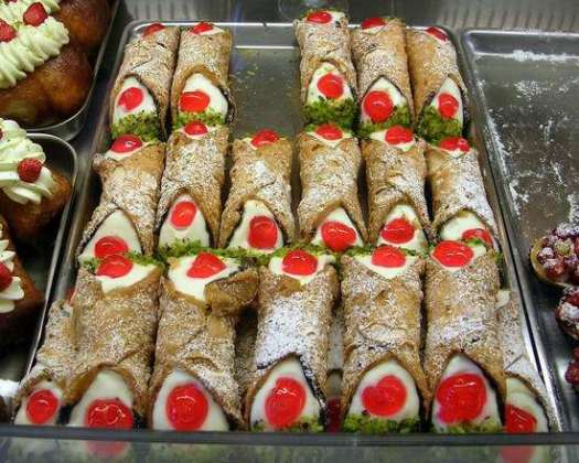 Taormina in one day - cannoli alla siciliana