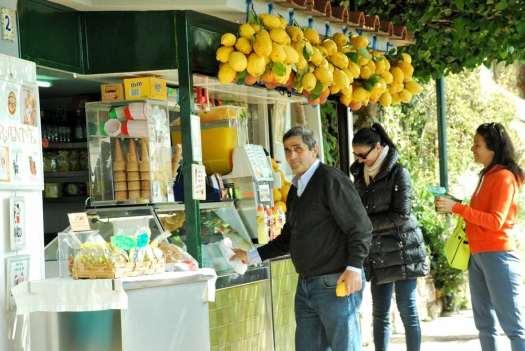www.delightfullyitaly.com-Capri_Faraglioni walking tour_15
