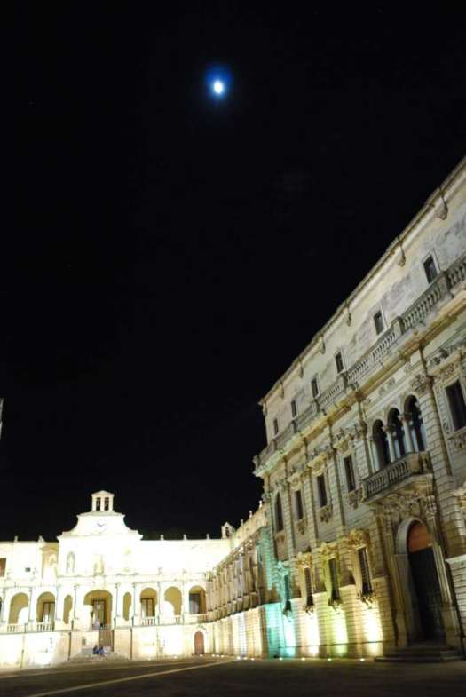 Night in Lecce - the cathedral square