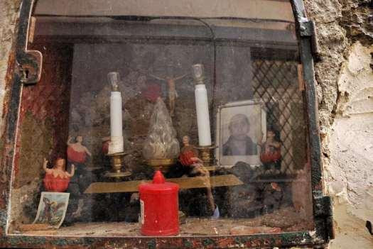 Naples nativity scenes market_San Gregorio Armeno_wall chapel