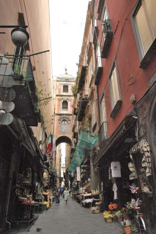 Naples in one day walking itinerary - San Gregorio Armeno Christmas Market