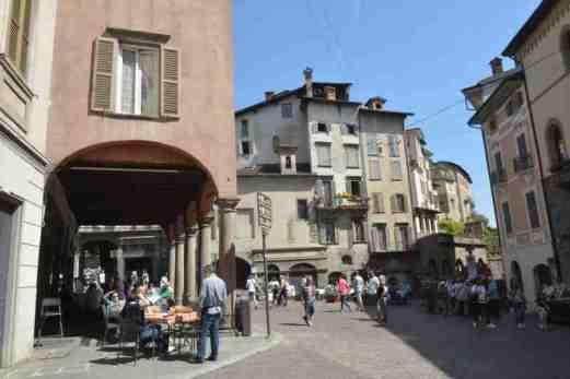 Bergamo Italy in one day - piazza mercato delle scarpe
