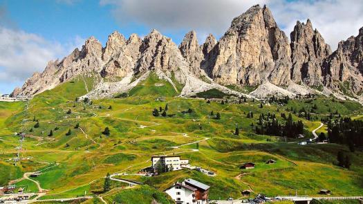 Visit the Dolomites - passo Gardena