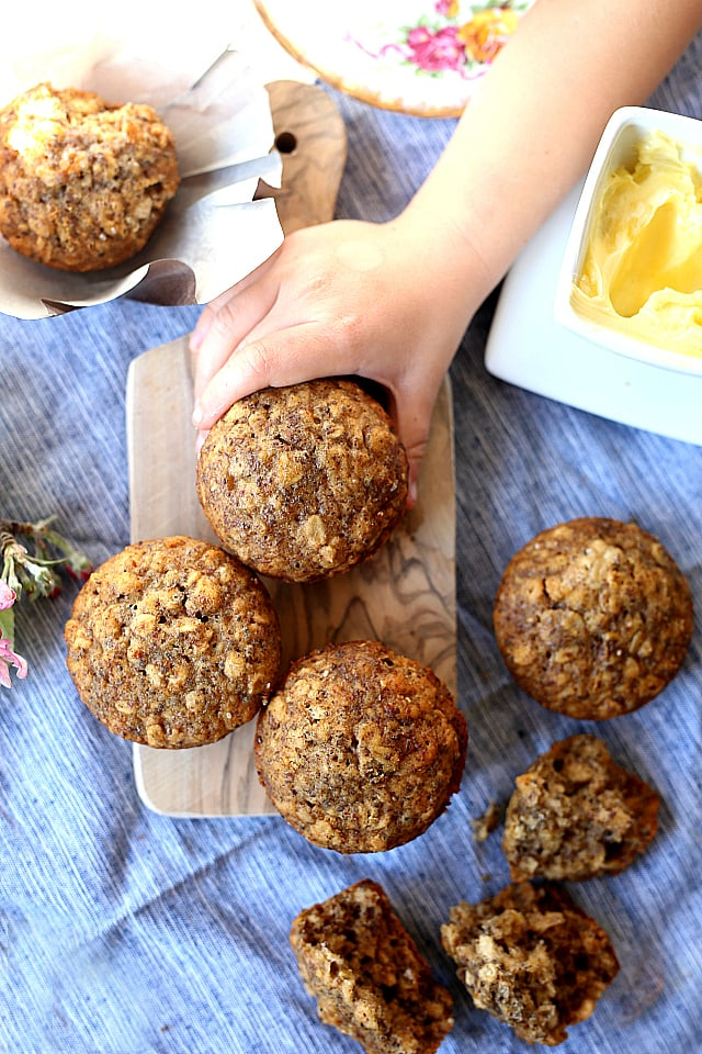 Healthy Oatmeal Muffins Baked! These gluten free muffins are like eating a bowl of oatmeal out of a muffin tin!
