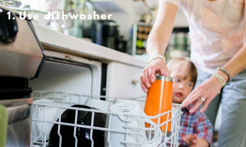 Dishwasher to wash the kitchenware