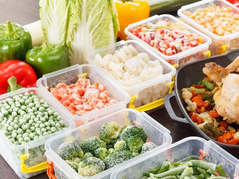 plastics-food-containers-with-different-types-of-vegetable