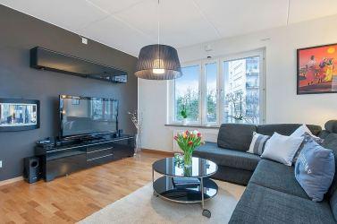 Disimular la tele con una pared gris oscuro Blog tienda decoración estilo nórdico