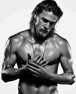 rs_634x782-130903113619-634.Charlie-Hunnam-Mens-Fitness6.mh.090313