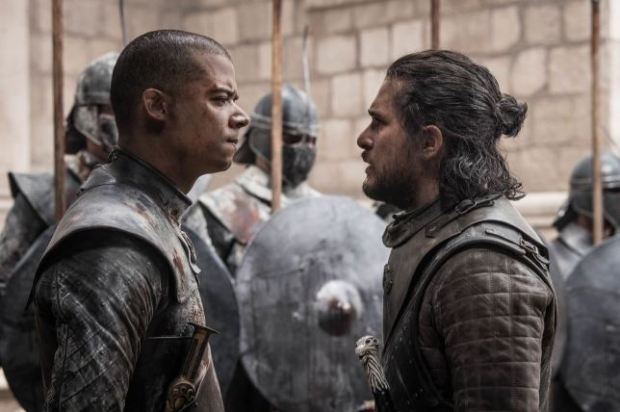 Verme Cinzento (Jacob Anderson) e Jon Snow (Kit Harrington)