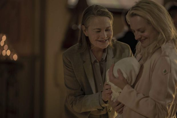 Holly (Cherry Jone) e June (Elisabeth Moss)