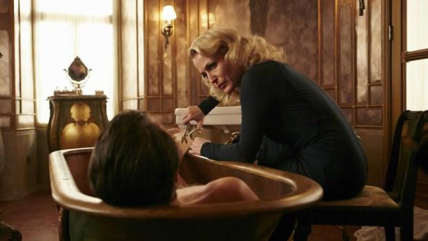 Bedelia (Gillian Anderson)