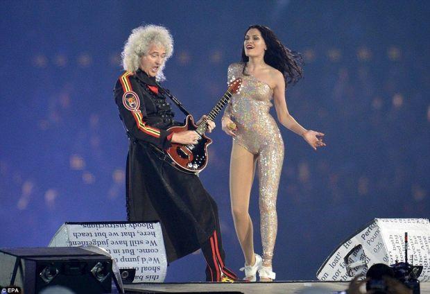 Jessie J e o Queen se apresentam no encerramento das Olimpíadas de 2012 em Londres