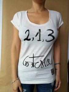Camiseta Cortesia , manga corta, cuello pico Color crudo mujer