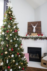 Living Room Holiday Decor - DELiSH&DeCOR