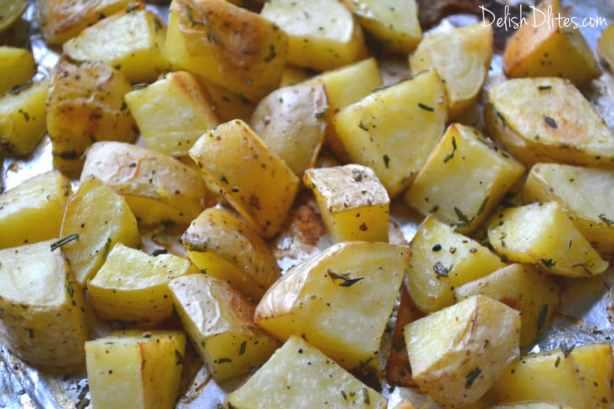 Roasted Garlic, Rosemary & Thyme Potatoes | Delish D'Lites