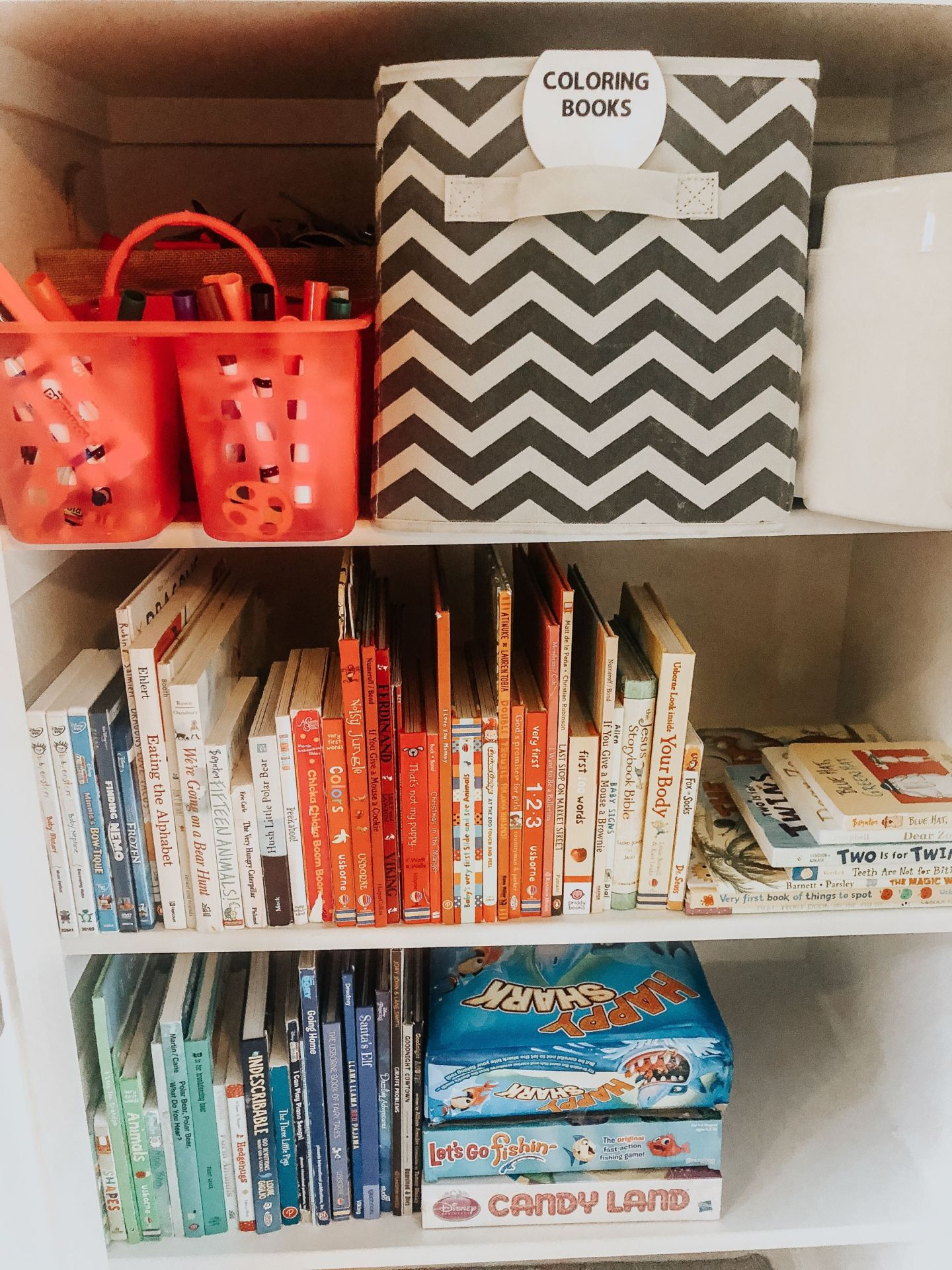 playroom organization tips, game room organization tips play room decor, book storage