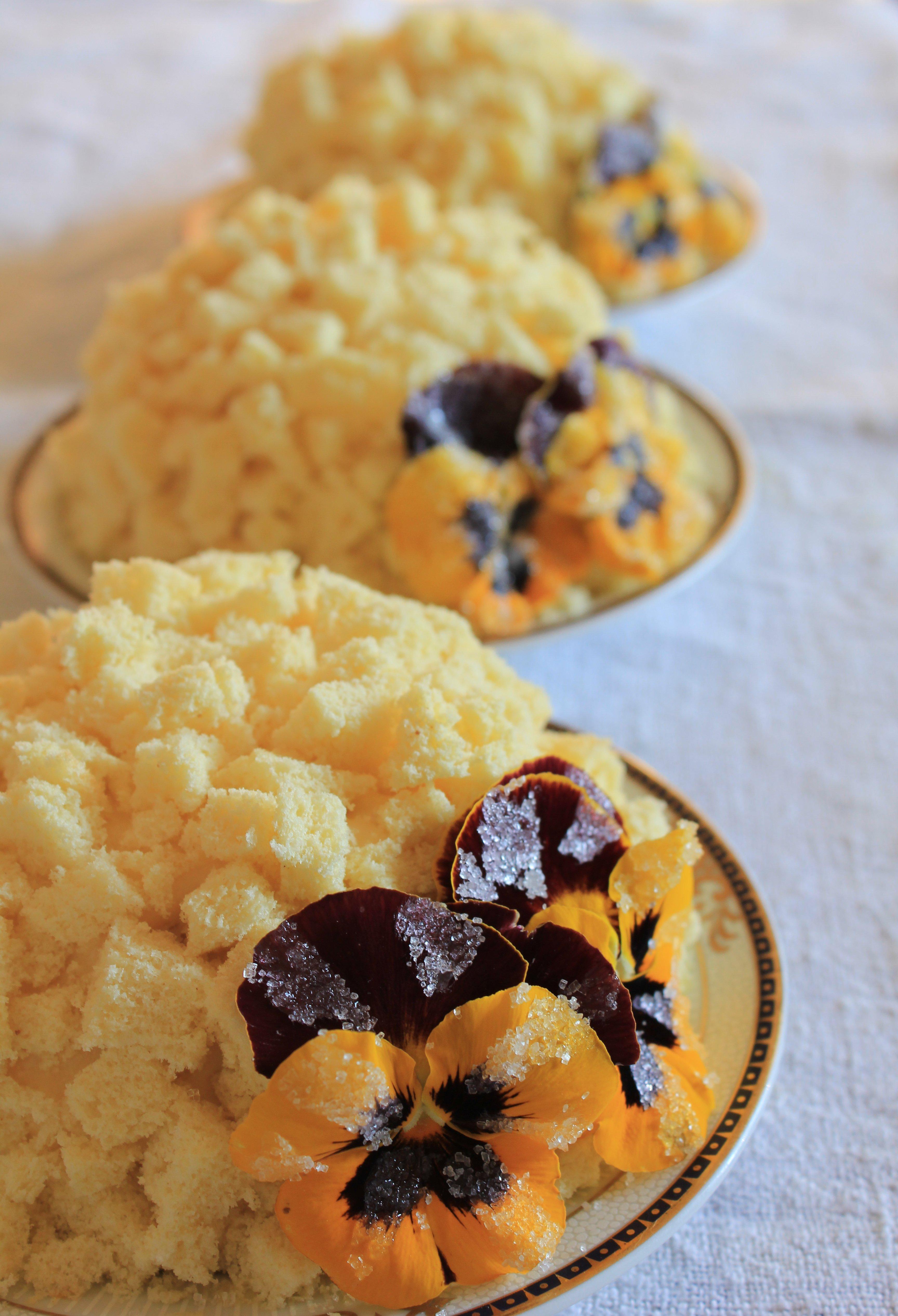 Torta mimosa con pans brinate per la festa della donna
