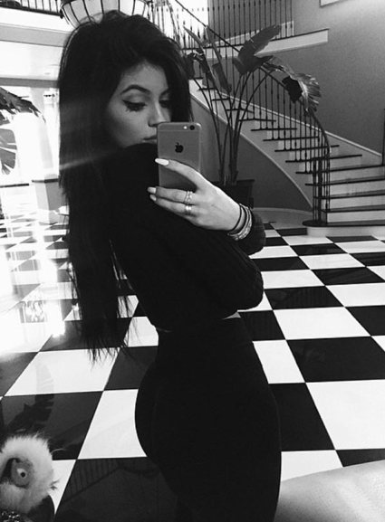 kylie-jenner-black-face-instagram-pic-fans-accuse-she-defends-ftr
