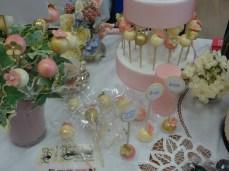 wedding-cake-pops-champagne-blush