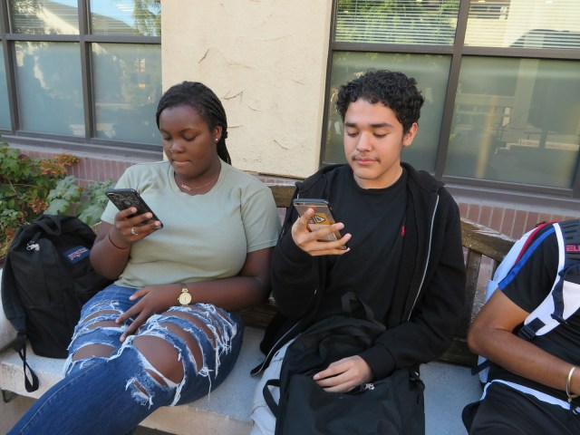 Mikayla Bowen and Antonio Lopez scroll through Instagram in their spare time. Photo by Vivienne Aguilar.