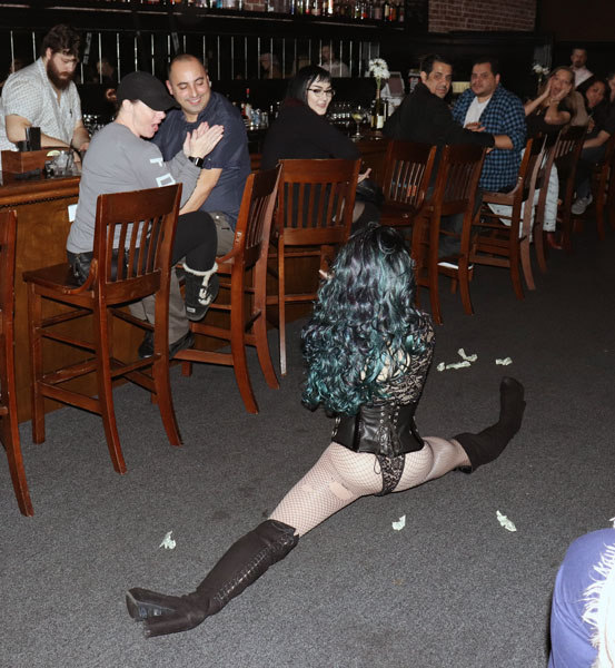 Faye Mennon surprises fans with the splits. Photos by Jasmine Gonzalez