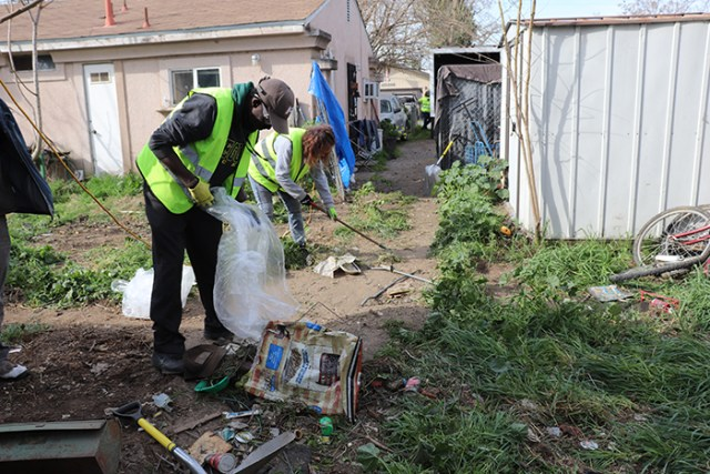 Kevin Mititi and Marina Balesteros, volunteers for 209 Cares, clean up on the East Side. Photo by Vivienne Aguilar.