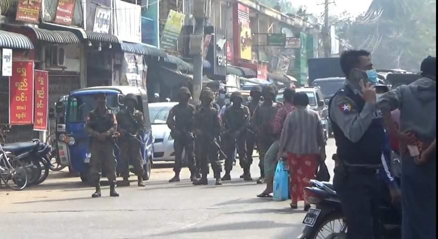 ပုသိမ်မှာ လူငယ်တွေကို PDF လို့ စွပ်စွဲပြီး အကြမ်းဖက်စစ်အုပ်စုက လိုက်လံဖမ်းဆီးနေ