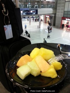 fruit breakfast DTW skyclub A delta points blog