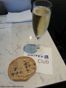 champagne and a cookie united global first class lounge chicago ord delta points blog